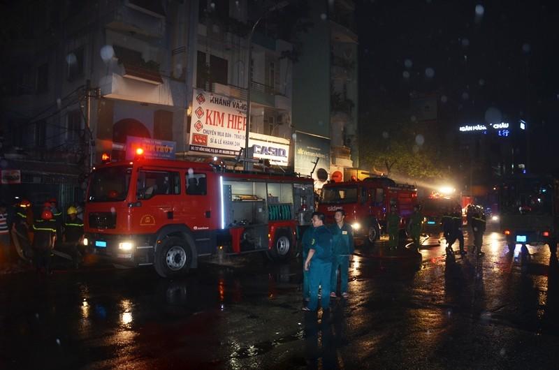 Đến khoảng 20 giờ tối cùng ngày, đám cháy đã được khống chế.