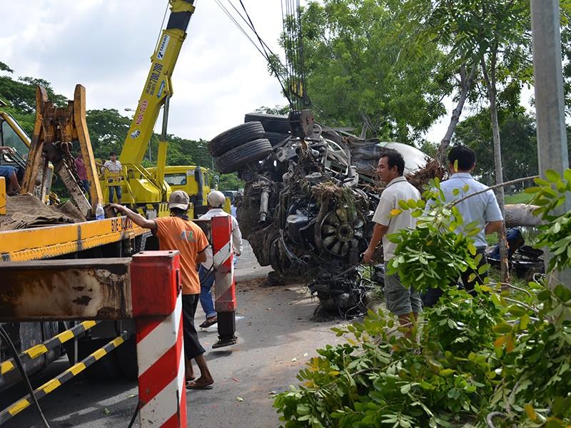Phương tiện cứu hộ được huy động để di chuyển chiếc xe gặp nạn.
