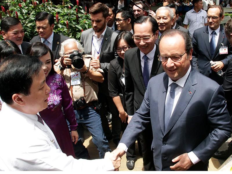 Tổng thống Pháp kết thúc 1 ngày thăm và làm việc tại TP.HCM - ảnh 7