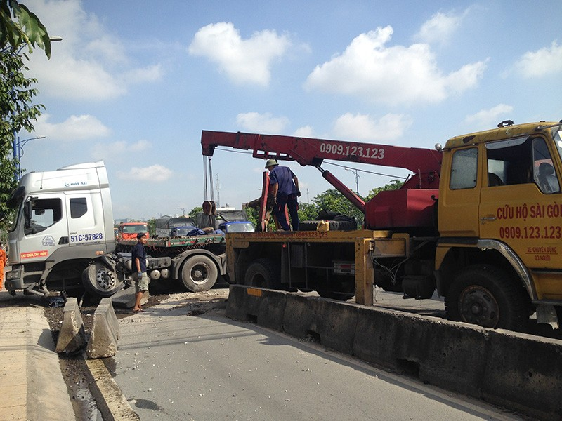 Vụ việc khiến giao thông qua khu vực gặp khó khăn.
