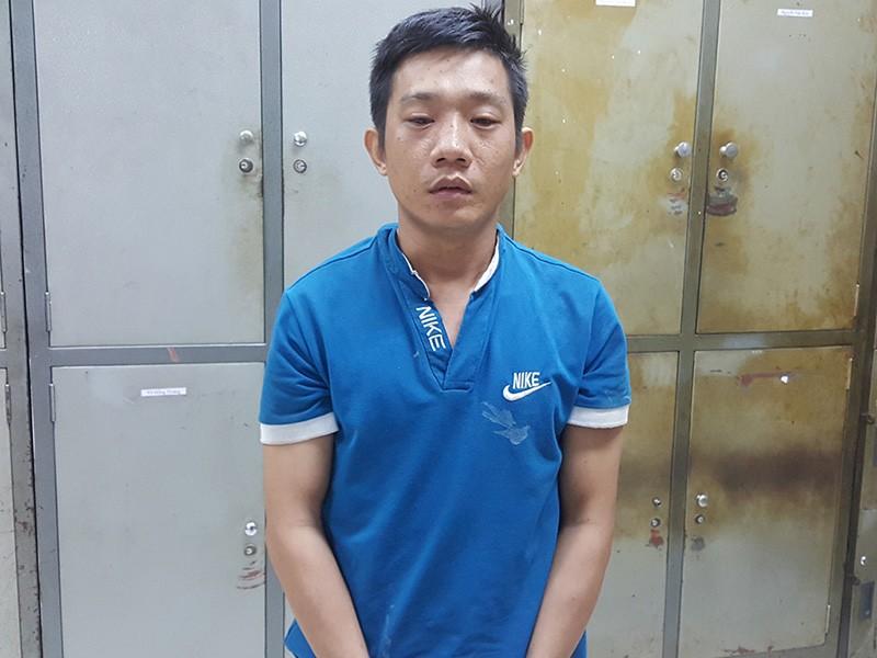 Viện bị bắt giữ sau khi cầm dao đâm cha mẹ vợ thương vong.