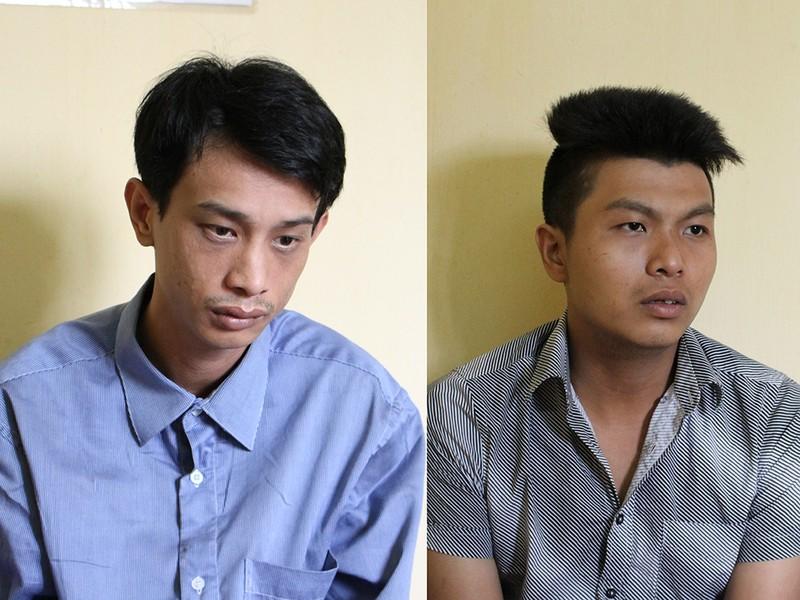 Quốc (bên trái) và nhân được xác định có gây ra một vụ cướp giật điện thoại iPhone khác ở quận 9