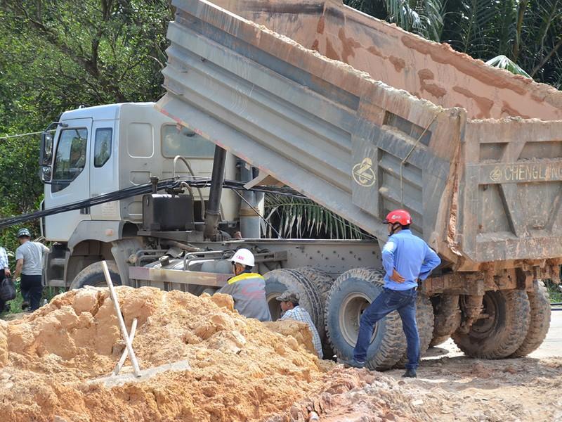 Xe tải 15 tấn gây ra vụ việc nói trên.
