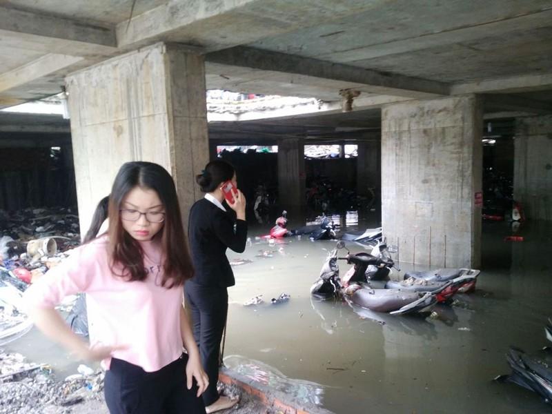 Cảnh sát PCCC giải cứu hàng ngàn xe máy bị ngập  - ảnh 4