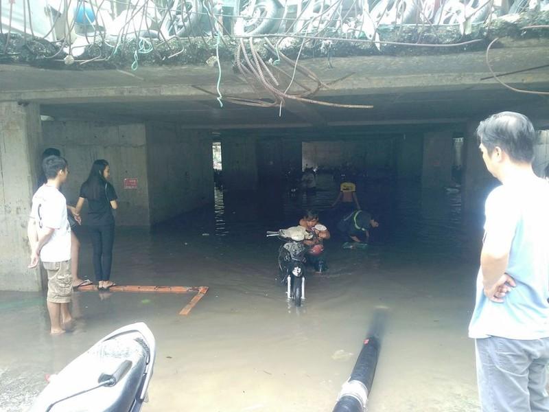 Cảnh sát PCCC giải cứu hàng ngàn xe máy bị ngập  - ảnh 6
