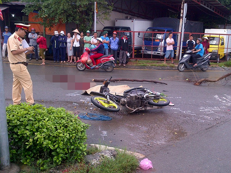 Cô gái trẻ tử vong cạnh chiếc xe không biển số - ảnh 1