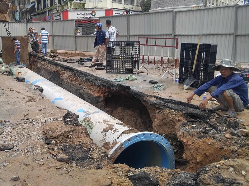 Đường ống mới được thiết đặt nhằm khắc phục sự cố, cấp nước cho người dân.