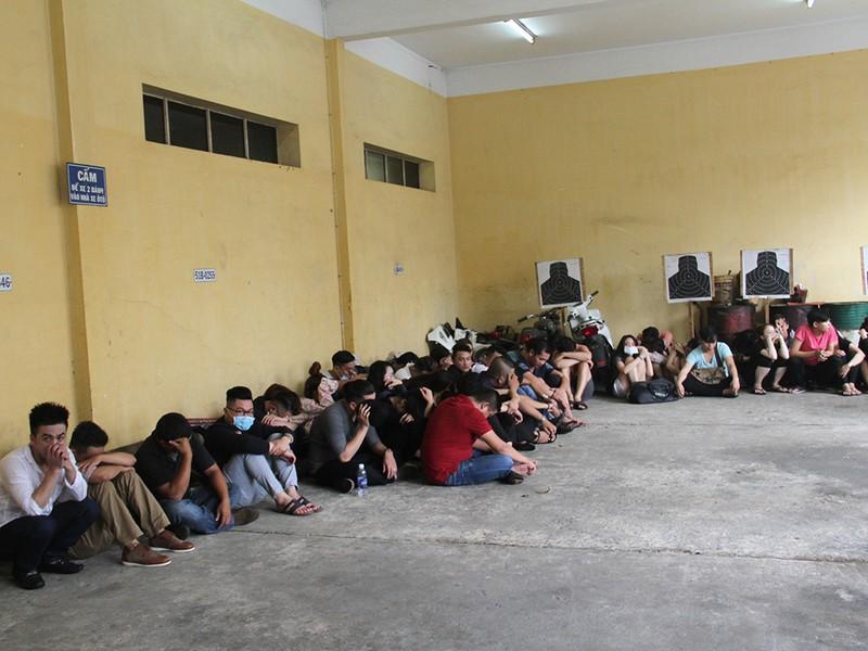 Gần trăm thanh niên trong động lắc ở TP.HCM - ảnh 4