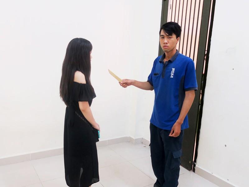 Nam thanh niên khống chế thiếu nữ trong toilet để cướp  - ảnh 1