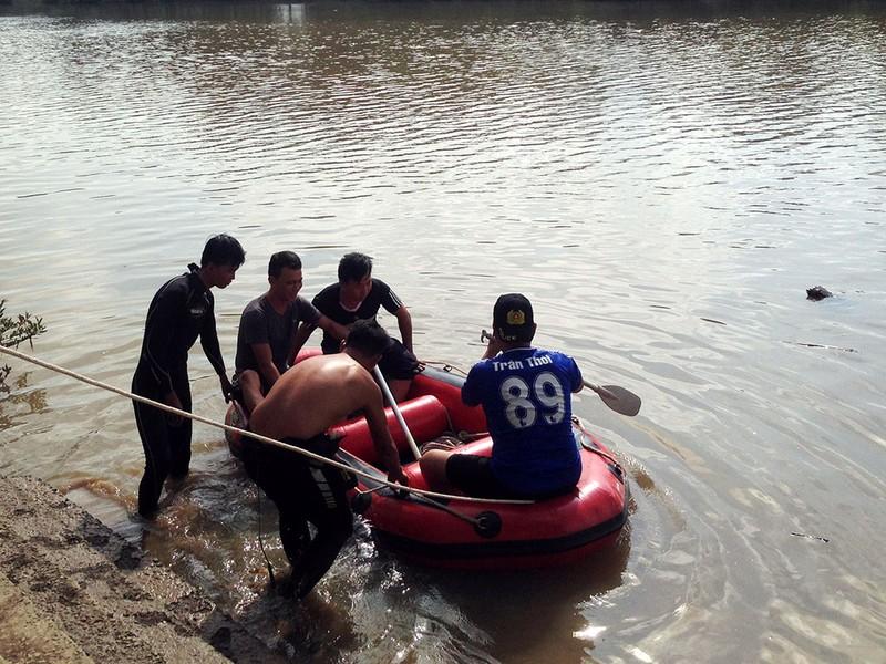 Đã tìm thấy thi thể bé gái mất tích cùng mẹ trên sông - ảnh 1