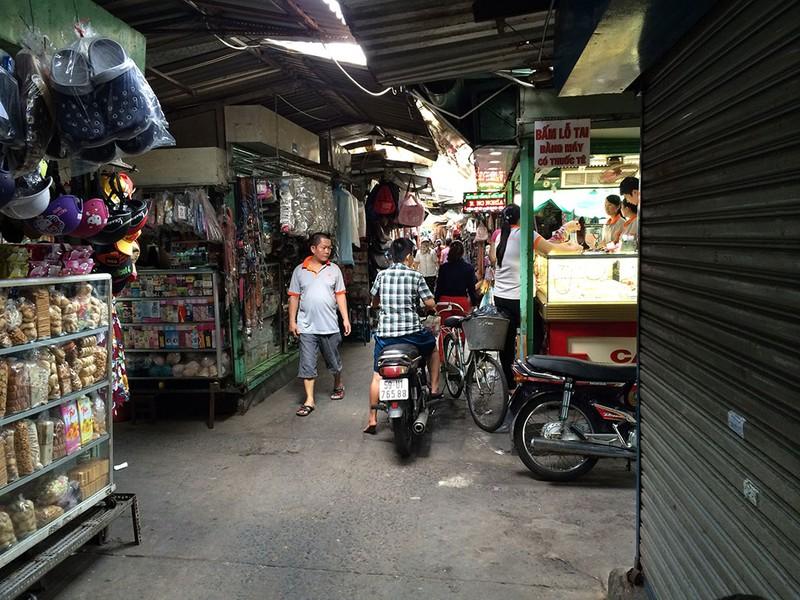 Nam thanh niên bị đâm trọng thương giữa chợ - ảnh 1