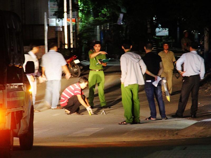 Thiếu nữ bị đâm gục bên lề đường ở TP.HCM - ảnh 1