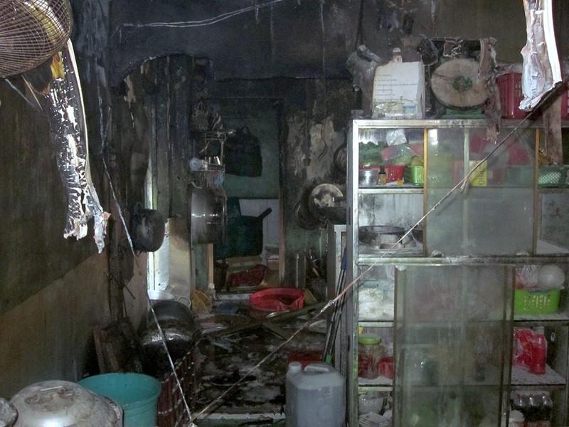 Bình ga xì gây cháy quán cơm, hai người bị bỏng - ảnh 1