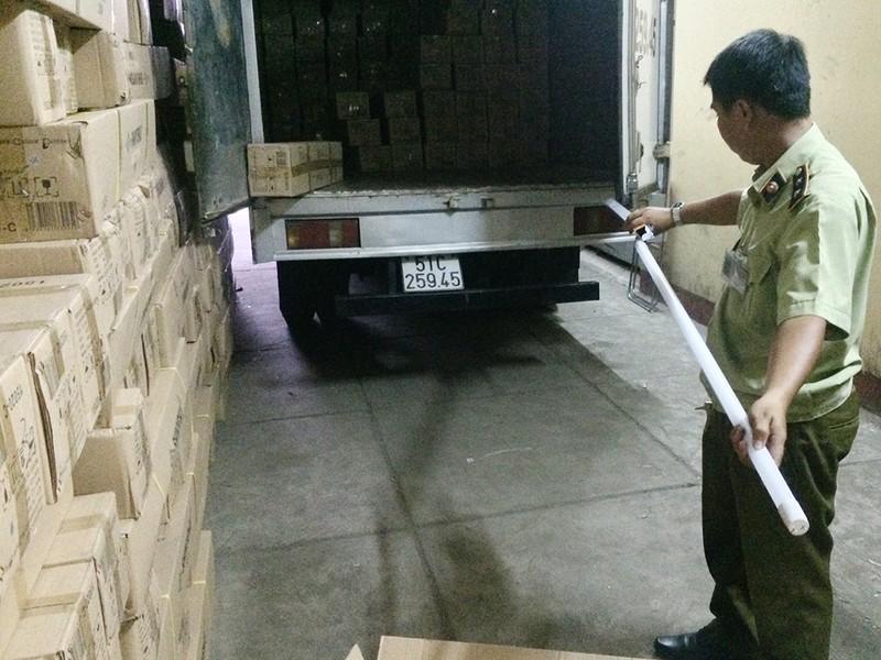 Phát hiện kho đèn LED tiền tỉ lậu xuất xứ Trung Quốc - ảnh 2