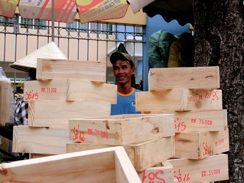 Chợ lá dong ngày Tết ven đường ở TP.HCM - ảnh 10
