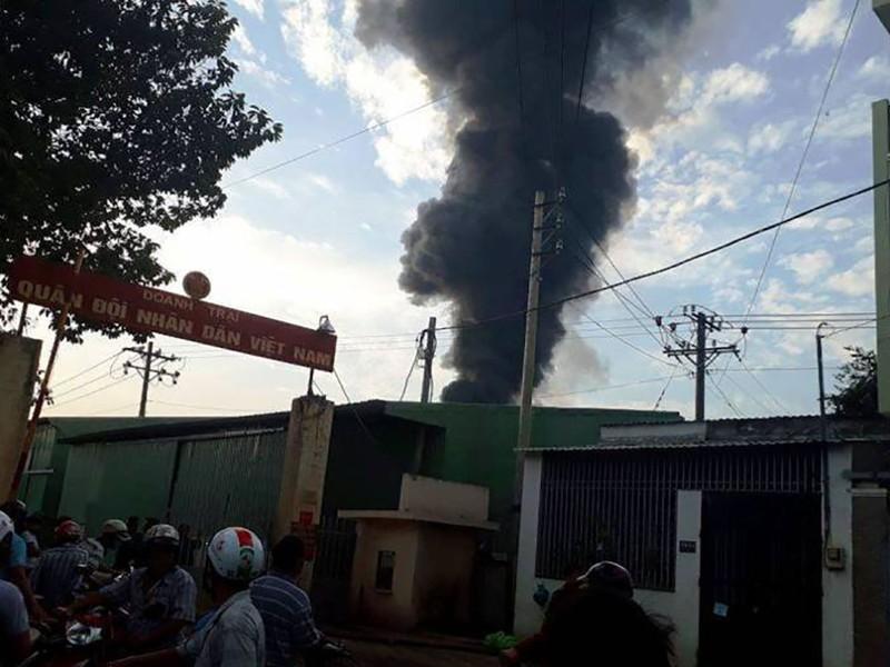 TP.HCM: Cháy nổ kho hóa chất hàng trăm mét vuông - ảnh 2