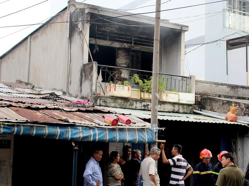 Cháy ngôi nhà 2 tầng ngày 29 Tết nhiều người hoảng loạn - ảnh 1