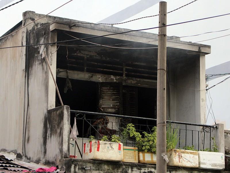 Cháy ngôi nhà 2 tầng ngày 29 Tết nhiều người hoảng loạn - ảnh 2