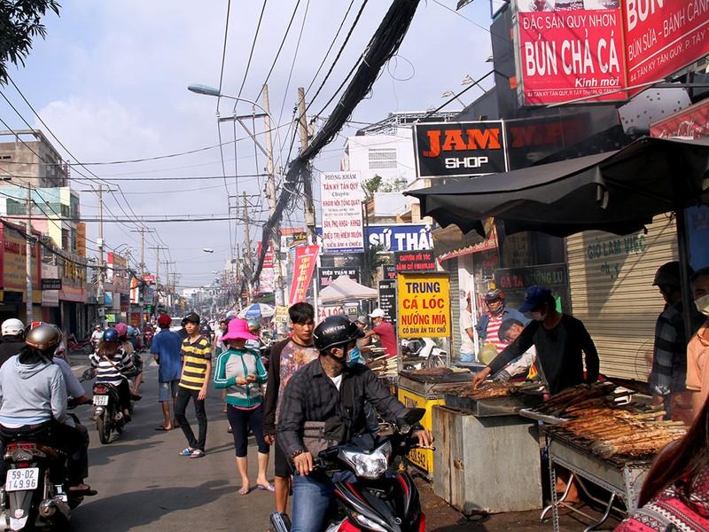 Phố cá lóc nướng ở Sài Gòn trúng lớn ngày vía Thần tài - ảnh 18
