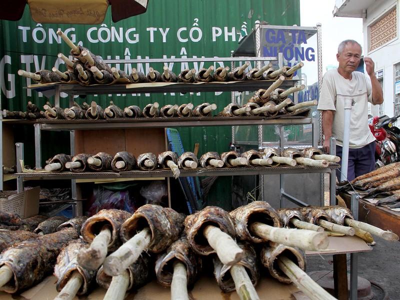 Phố cá lóc nướng ở Sài Gòn trúng lớn ngày vía Thần tài - ảnh 7