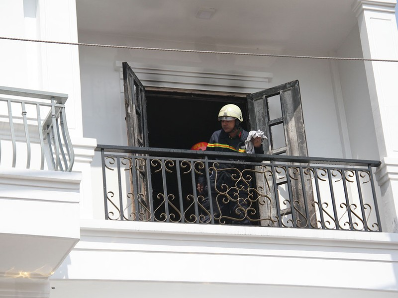 Cháy khách sạn đường Quang Trung, 4 người được giải cứu - ảnh 1