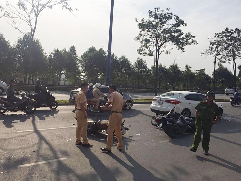 Nữ tài xế lái ô tô tông hàng loạt xe máy - ảnh 2