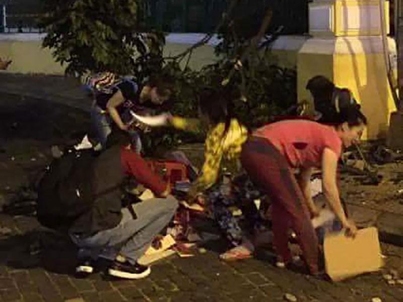 Nhánh cây trước Bưu điện TP.HCM rơi trúng 1 phụ nữ - ảnh 2
