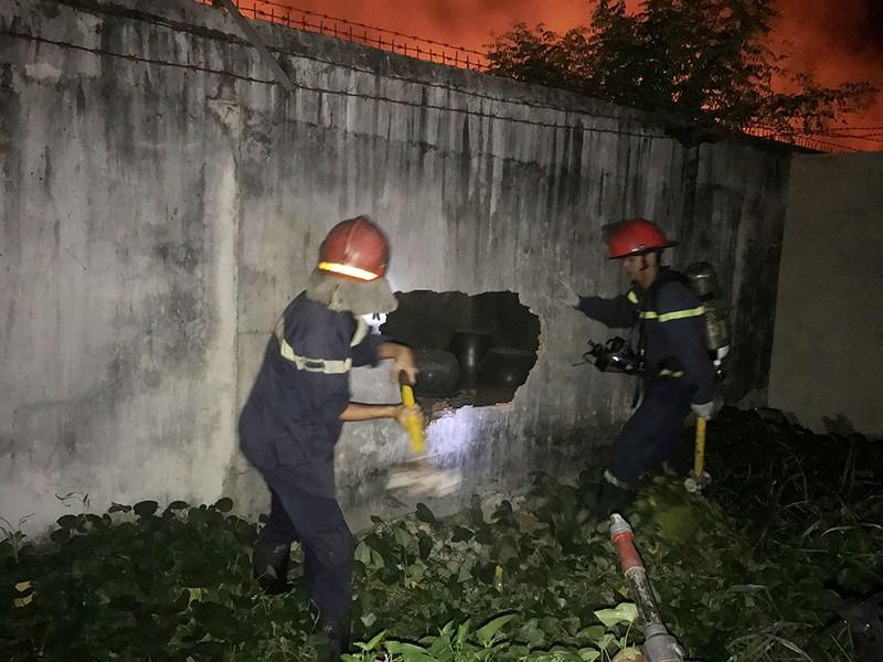 Xưởng mộc ở Hóc Môn bốc cháy dữ dội - ảnh 2