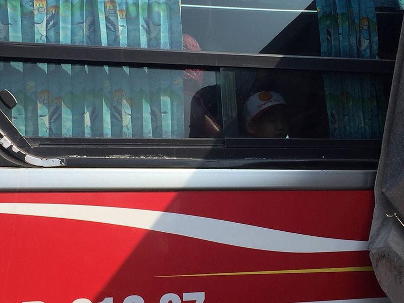 Xe chở 40 học sinh húc hông xe ben trên xa lộ Hà Nội - ảnh 1