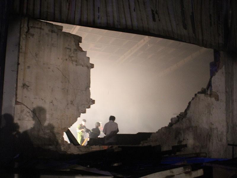 Cháy dữ dội nhà xưởng 1000 m2 - ảnh 2
