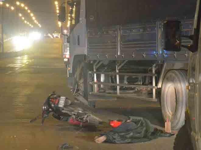 Nam thanh niên tử vong sau va chạm xe tải - ảnh 1