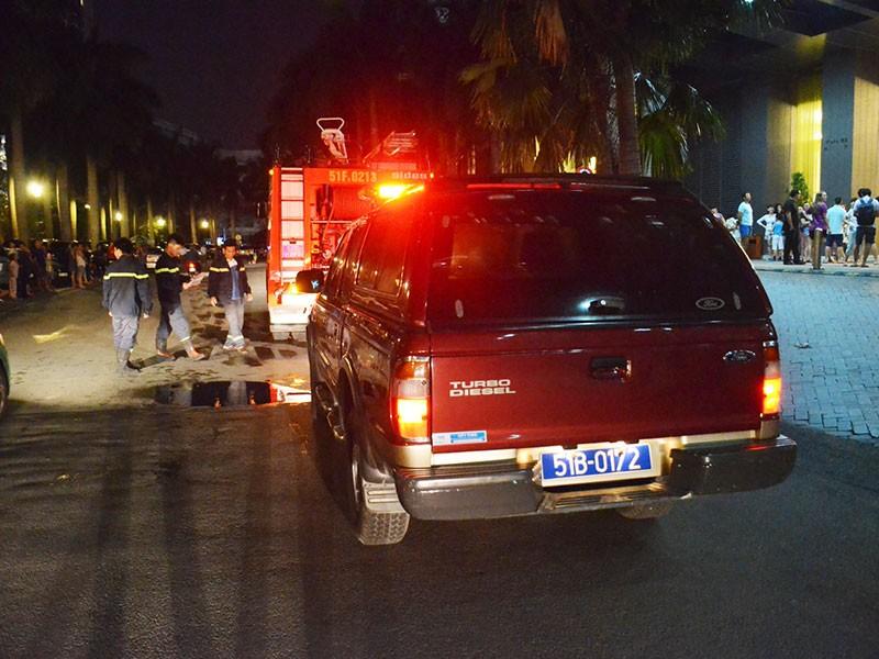 Cháy cao ốc SaiGon Pearl, hàng trăm hộ dân tháo chạy - ảnh 1