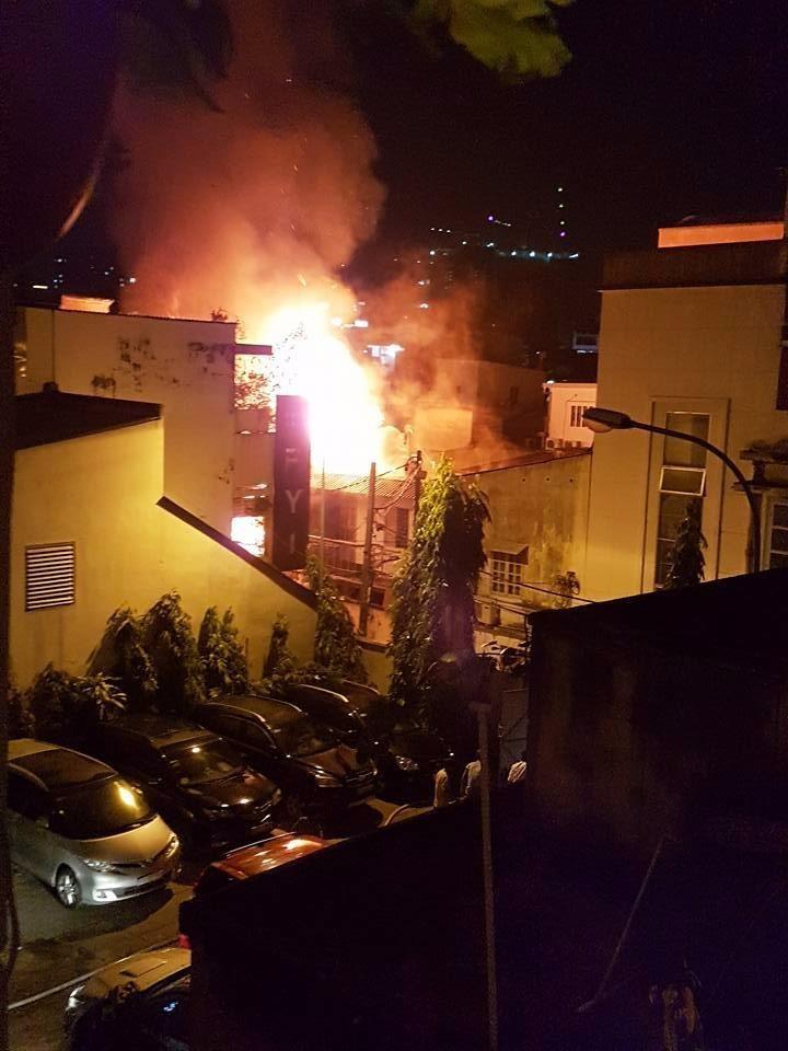 Cháy nổ ở khu Mả Lạng, 3 ngôi nhà bị thiêu - ảnh 4