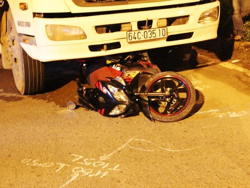 Người phụ nữ bị xe tải kéo lê, tử vong tại chỗ - ảnh 1