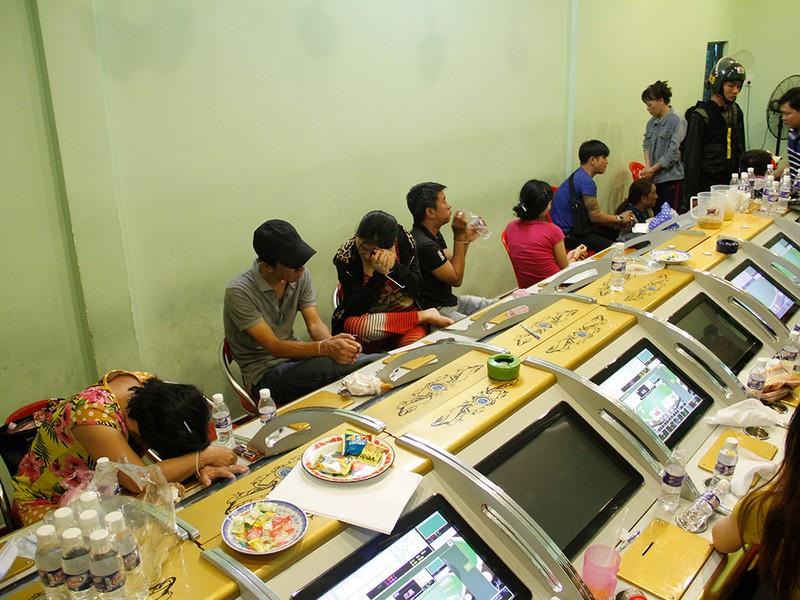 Bộ công an vây sòng bạc như casino ở trung tâm TP.HCM - ảnh 2