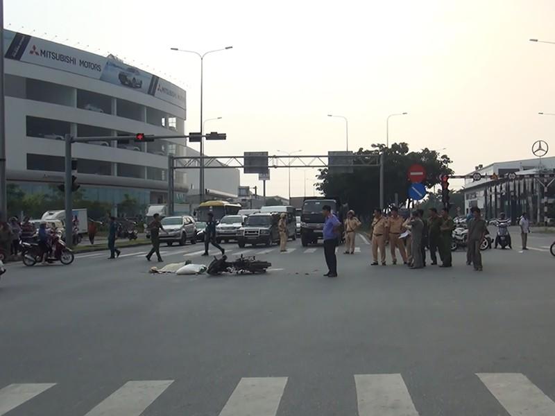 Va chạm xe bồn, 1 phụ nữ ngã xuống đường tử vong - ảnh 1