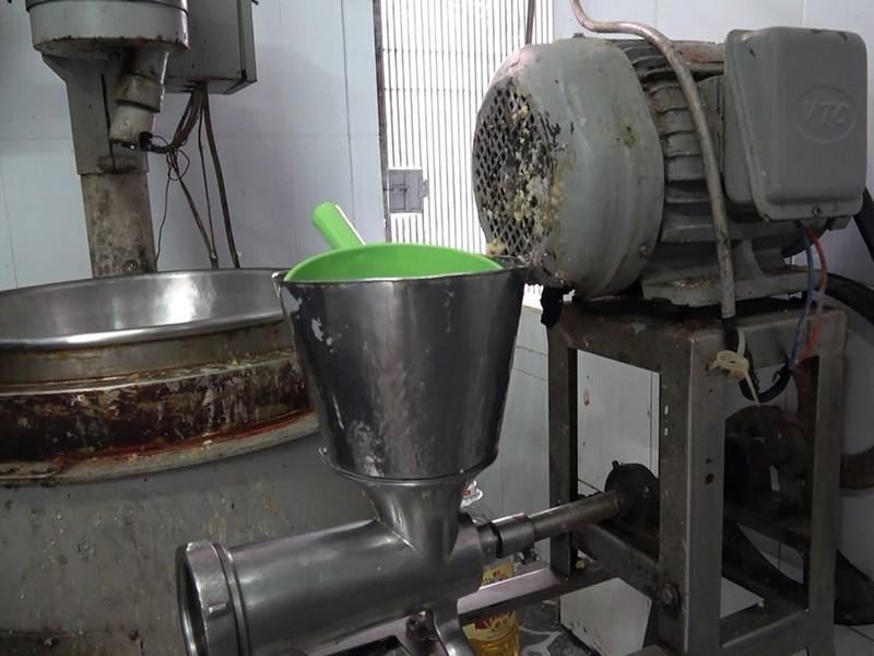 Một cơ sở sản xuất bánh trung thu bị xử phạt tại TP.HCM - ảnh 1