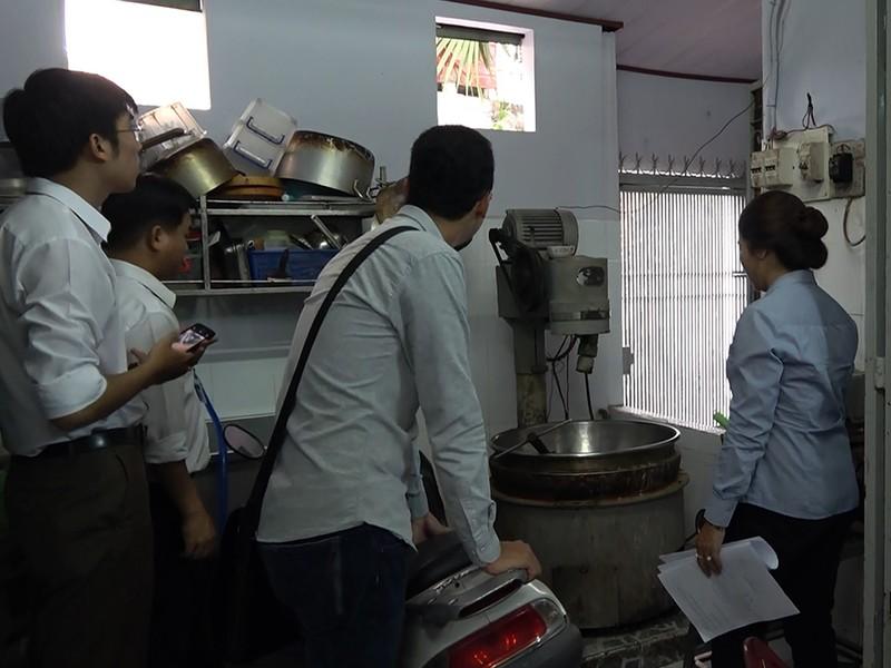 Một cơ sở sản xuất bánh trung thu bị xử phạt tại TP.HCM - ảnh 2