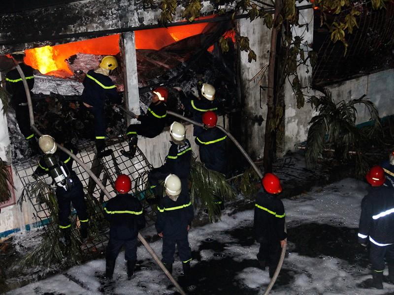 Toàn cảnh vụ cháy dữ dội trong KCN Tân Bình  - ảnh 14