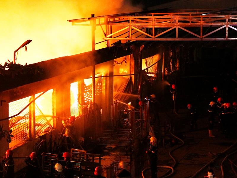 Toàn cảnh vụ cháy dữ dội trong KCN Tân Bình  - ảnh 2