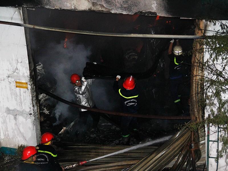 Toàn cảnh vụ cháy dữ dội trong KCN Tân Bình  - ảnh 5