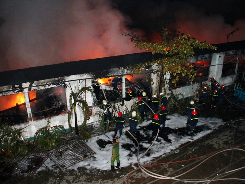 Toàn cảnh vụ cháy dữ dội trong KCN Tân Bình  - ảnh 10