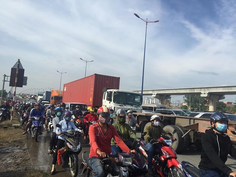 Kẹt xe kinh hoàng trên xa lộ Hà Nội - ảnh 1