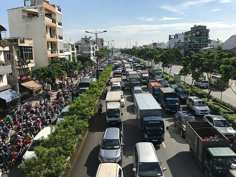 Kẹt xe kinh hoàng trên xa lộ Hà Nội - ảnh 6