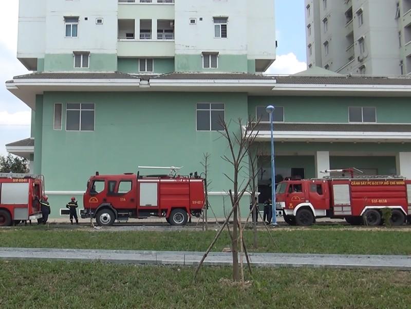 Cháy chung cư cao tầng, người dân hoảng loạn - ảnh 1