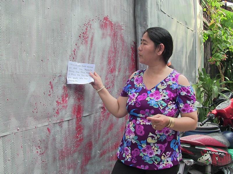 Một gia đình ở Thủ Đức liên tục bị tạt sơn khủng bố - ảnh 1
