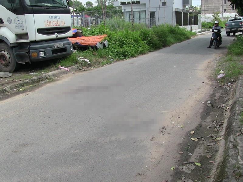 TP.HCM: Nữ bác sĩ bị cướp chém xối xả gần xa lộ Hà Nội - ảnh 2