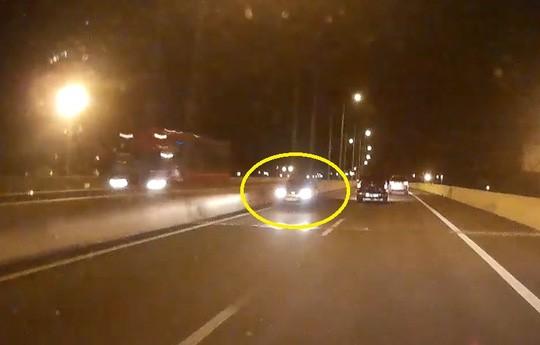 Truy tìm chiếc xe 'ma' chạy ngược chiều trên cao tốc - ảnh 1