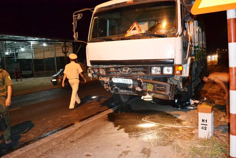 Đua xe trên quốc lộ, một người tử vong, ba xe hơi bị 'vạ lây' - ảnh 2
