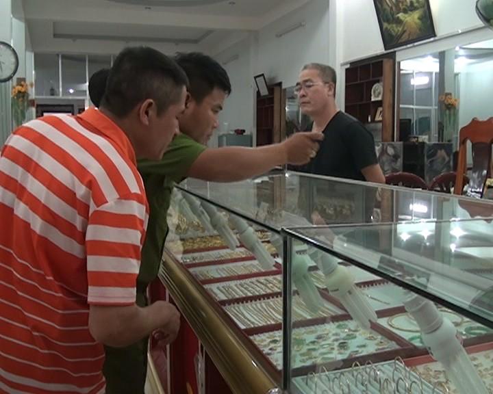 Nghi án tiệm vàng bị lấy trộm 30 lượng vàng lúc giữa trưa - ảnh 1